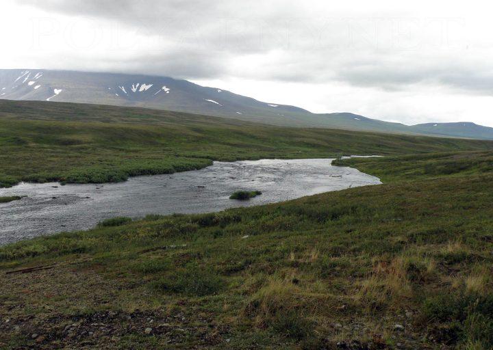 Река Собь, вдали участки Шлем и Хребетшор