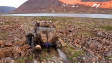 ГАЗ-71 преодолевает путь по берегу озера Большая Хойла
