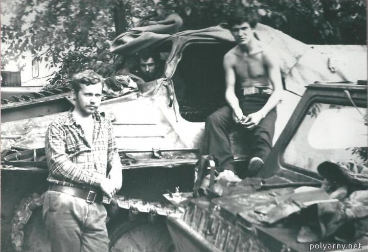 Игорь Перминов, в кабине -- Володя Петров, Гена Ярославцев