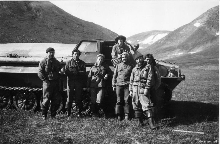 Наш ГТ-Т и Юра Безукладников с группой СНИГЭ в районе Харбея в 1987 году